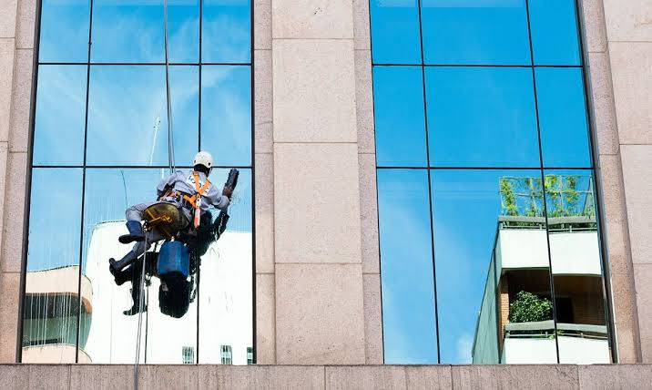 Benefits of hiring professional window cleaning services