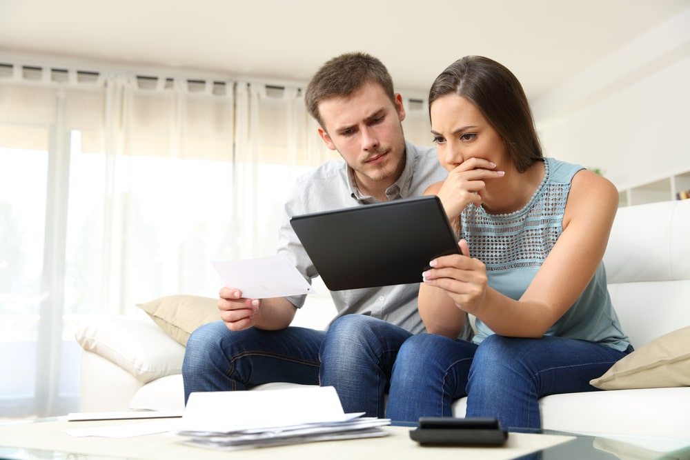 Difference Between Debt Management and Debt Settlement